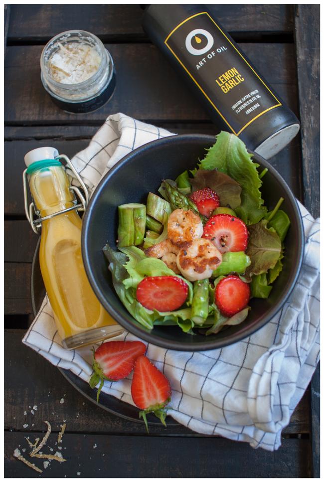 startschuss in die spargelsaison gr ner salat mit erdbeeren und spargel hafenmaedchen. Black Bedroom Furniture Sets. Home Design Ideas