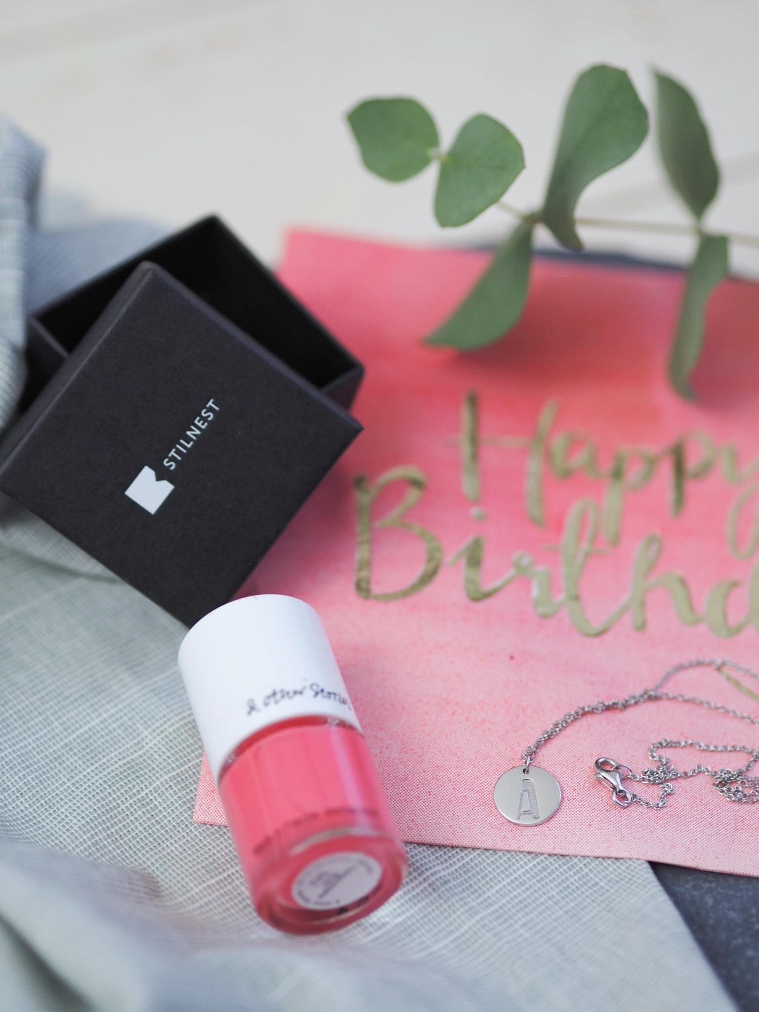 Flatlay stilnest happy birthday