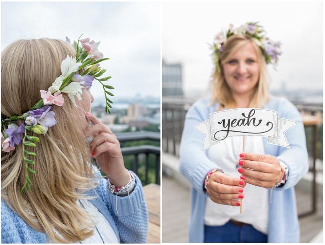Pastelfarbener Blumenkranz fürs Haar Handlettering Banner Yeah