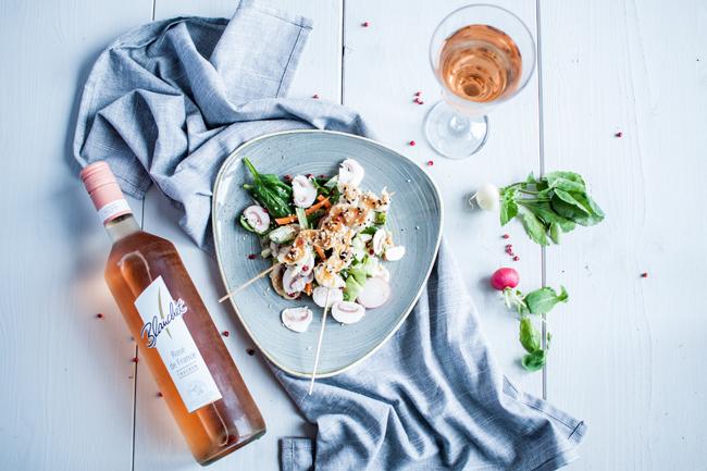 Sommersalat mit Roséweinvinaigrette dazu ein Glas Blanchet Rosé de France