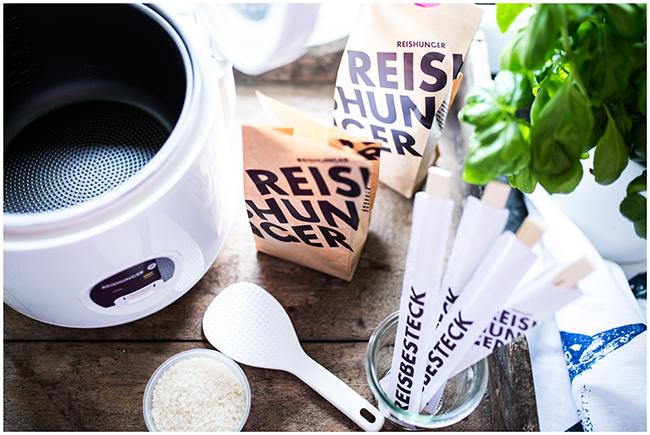 Reishunger Reiskocher mit Sushireis und Reisbesteck