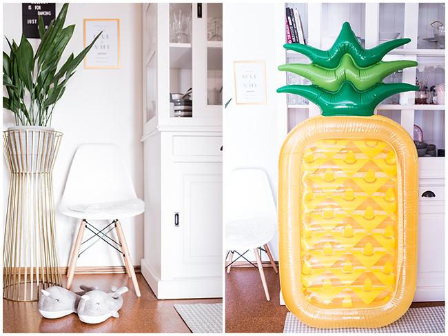 Walhausschuhe und Ananas Luftmatratze
