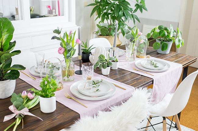 Tischdekoration mit Blumen und Pflanzen - Schenk mir Blumen