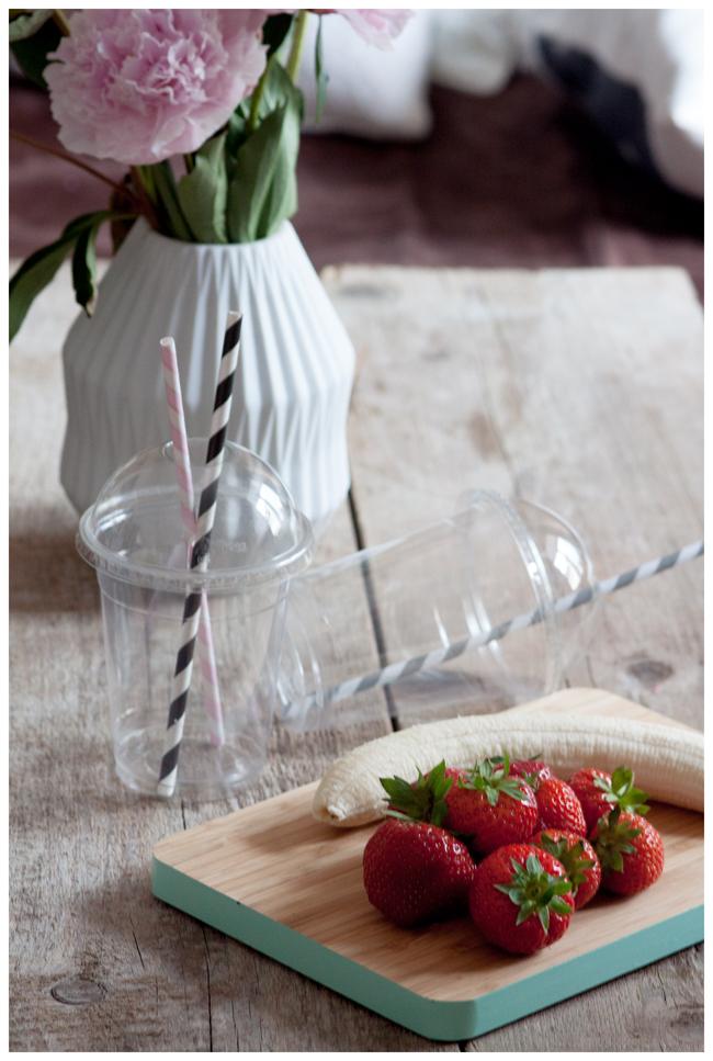 Zutaten für Smoothie Erdbeeren und Banane