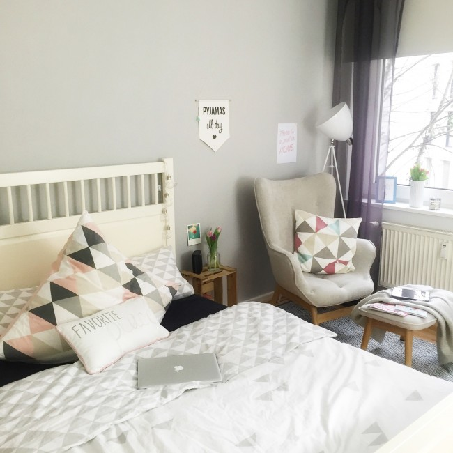 Schlafzimmer Bett & Sessel
