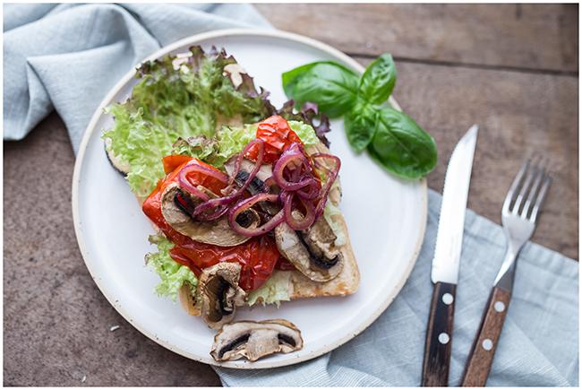 Sandwich Grillgemüse mit karamellisierten Balsamicozwiebeln