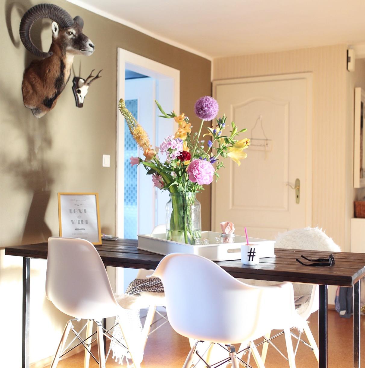 Eames Style Chair auf dem Flur