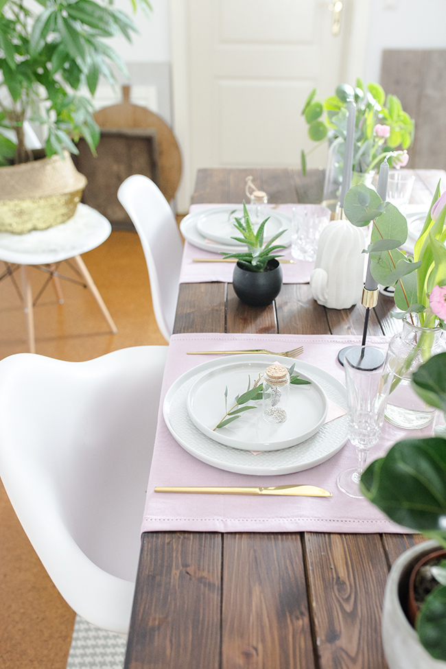 Tischdekoration mit Zimmerpflanzen