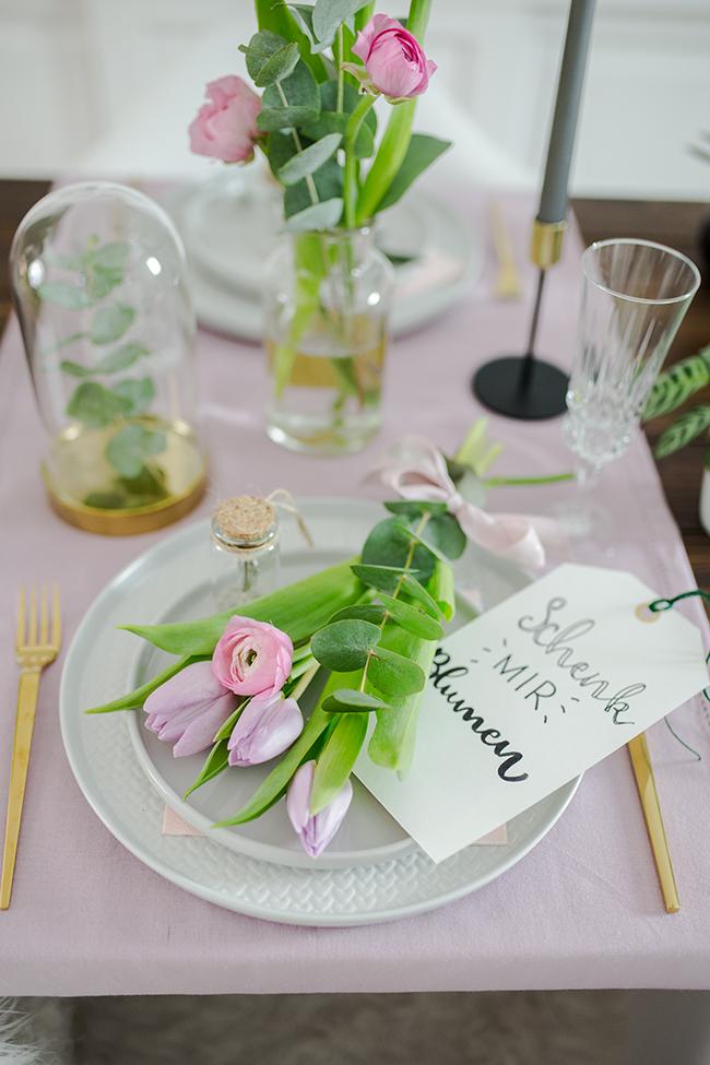Schenk mir Blumen - Tulpen und Ranunkeln mit Eukalyptus