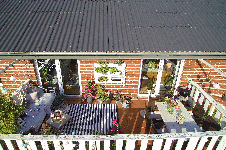 Sommer Balkon von Oben - Outdoorwohnzimmer