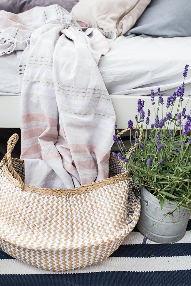 Dekokorb Balkonpflanze 2018 Lavendel und Baumwoll Plaid