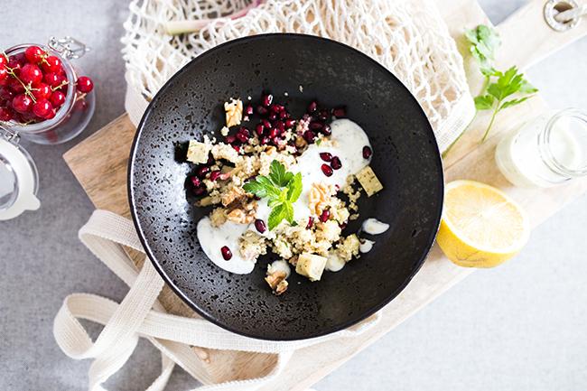 Orientalischer CousCous Salat mit Minzkäse und Joghurtdip