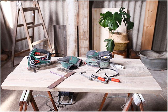 Holzbohlen und Werkzeuge von BOSCH