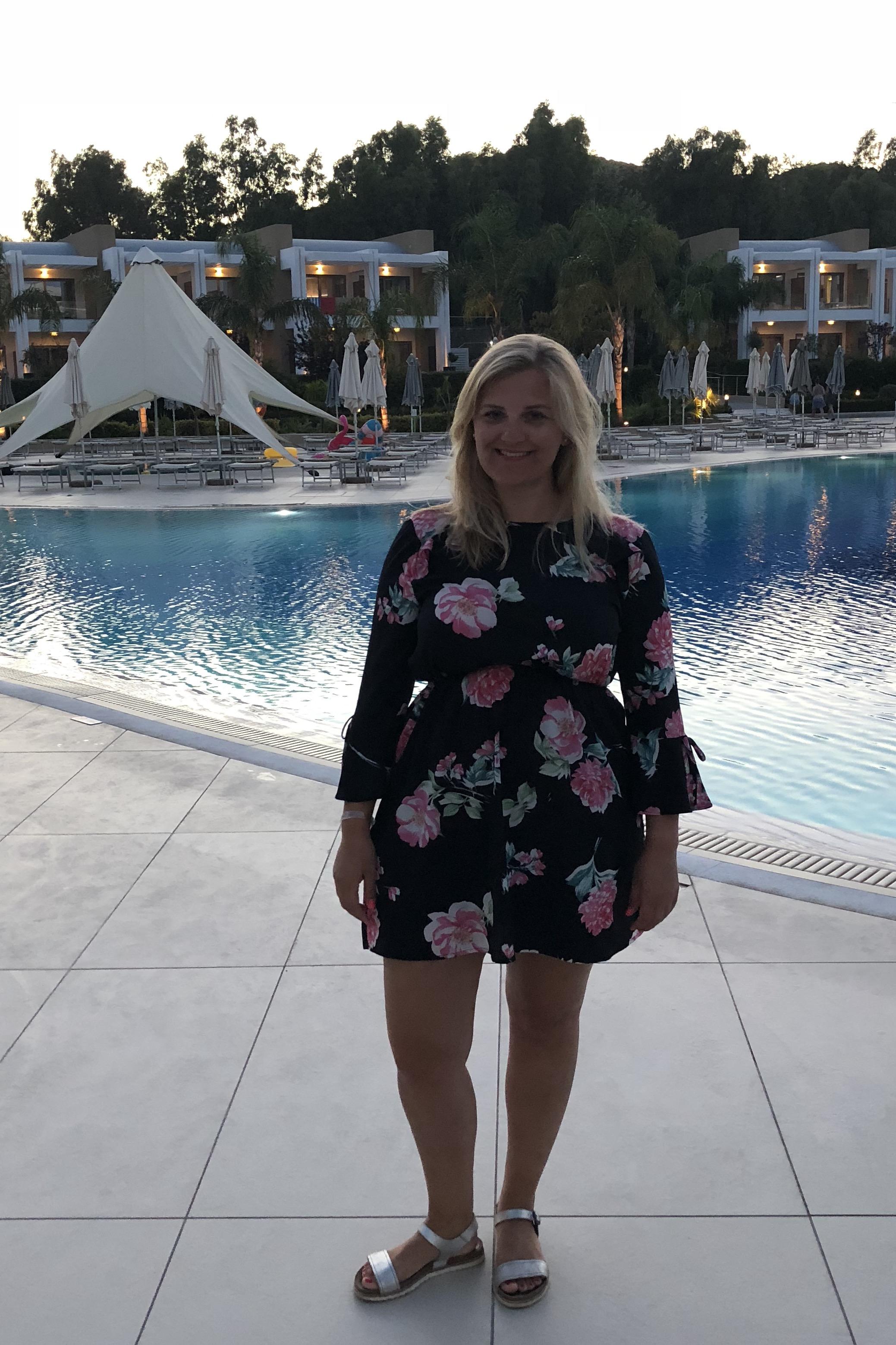 Outfit Urlaub Kleid am Pool