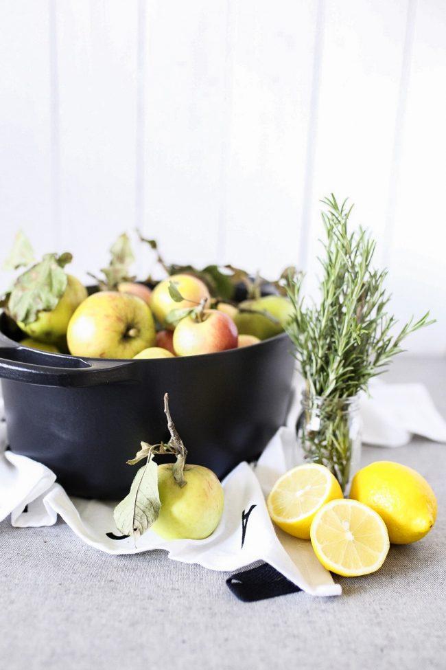 Apfelmus selber machen mit Rosmarin