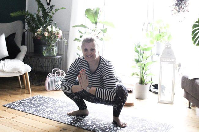 Yoga Übung - Der Frosch
