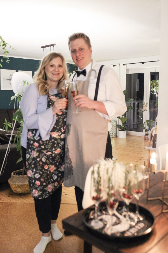 Heilig Abend Anne&Christoph stoßen an