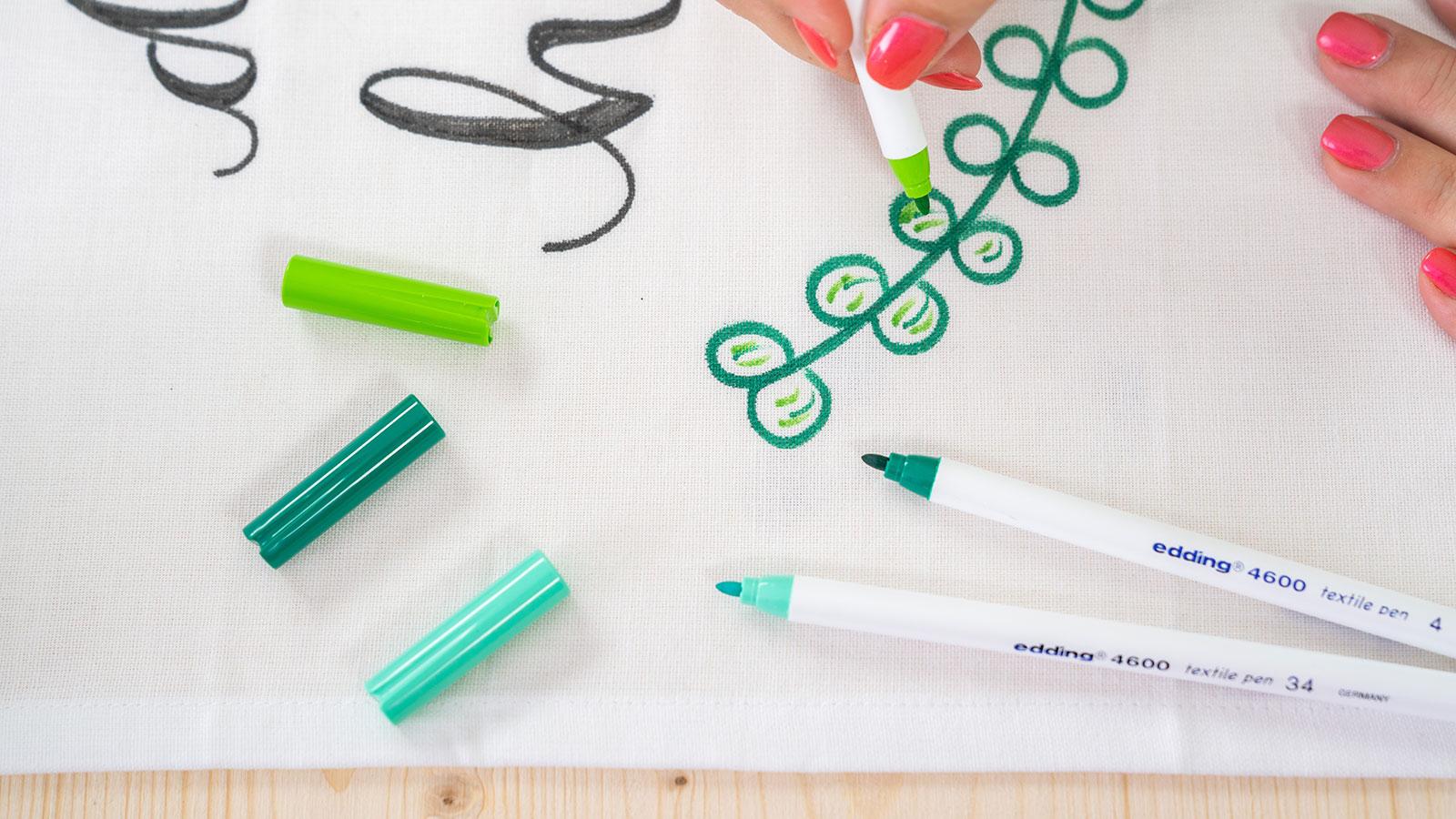 Textiles gestalten - Blendingeffekte mit edding Textilstift