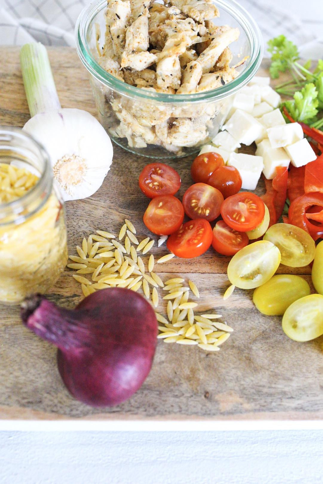 Sommersalat Gyrossalat - griechischer Nudelsalat mit Kritharaki