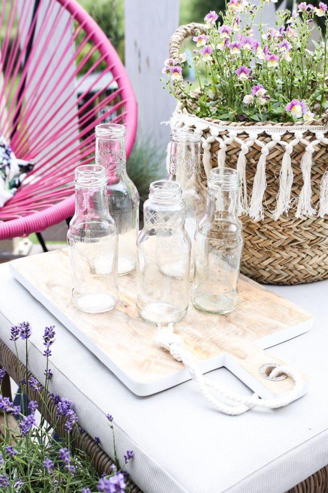 Glasflaschen als Vasen