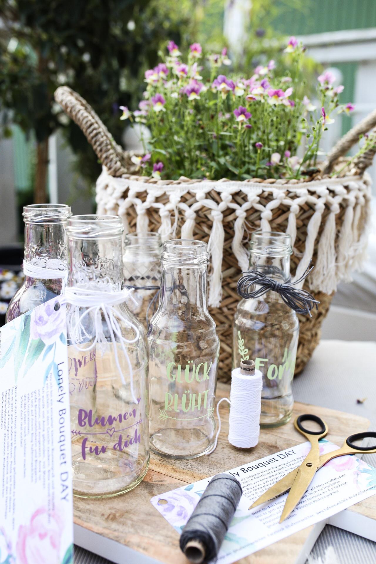Lonely Bouquet Day - Upcycling Flaschen als Vase mit dem Plotter