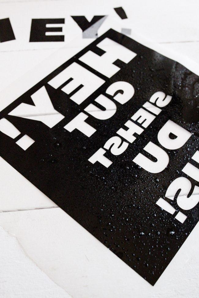 DIY- Vinylfolie auftragen mit Wasser und Spülmittel