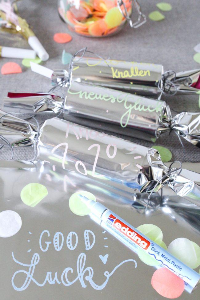 DIY Knallbonbons mit edding Glanzlackmarker - Handlettering auf Folie